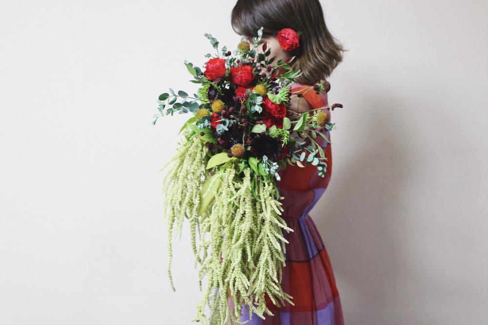 beek flowersバラとケイトウのロングブーケ