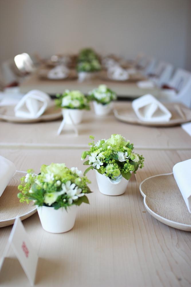 和紙製のWASARAの花器を使ったウェディング装花。
