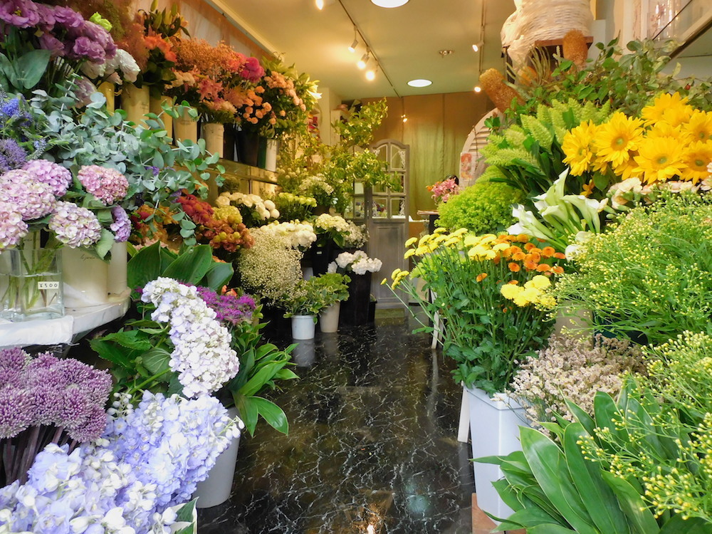 東京・駒沢大学駅近くの花屋「凜」の店内写真